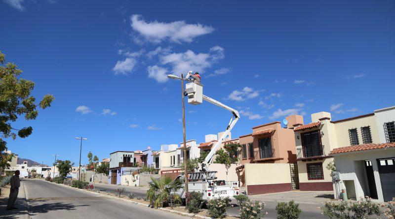 Continúa campaña de reparación de alumbrado público en colonias de Los Cabos