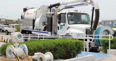 Recibe el OOMSAPAS La Paz, 55 macromedidores y un camión para desazolve