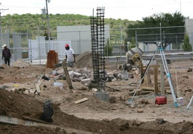 Gestiona Gobernador la construcción de 418 aulas para próximo ciclo escolar