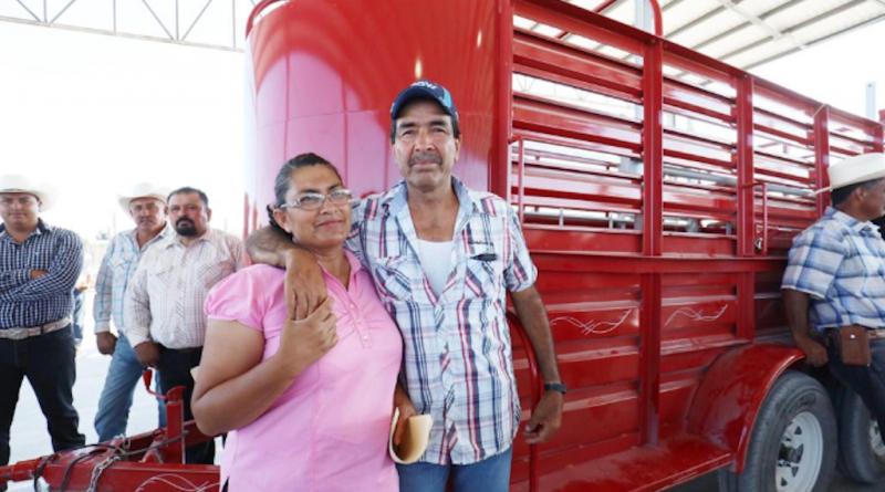 Entrega Gobernador apoyos a ganaderos por 33 mdp