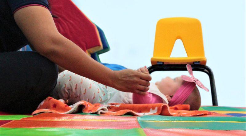 Imparten talleres de estimulación temprana a padres de familia en Loreto