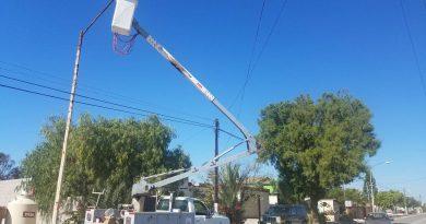 Atiende alcalde de Mulegé demanda de iluminación en la zona Pacífico Norte