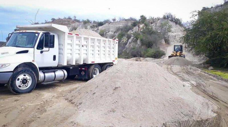 Rehabilitan caminos vecinales de las subdelegaciones de Agua Caliente y El Rosarito