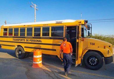 Supervisan transporte de personal que labora en la construcción