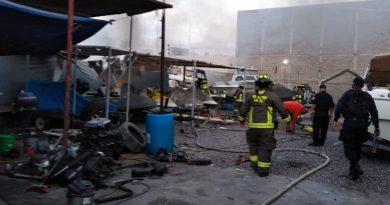 Se quema casa rodante al interior de un domicilio en la colonia Centro